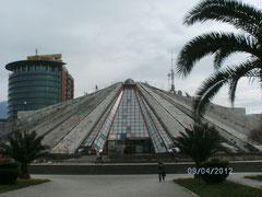 Diktators Pyramide.