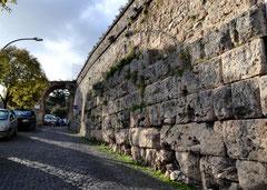 OmoGirando Vicovaro. Le mura ciclopiche presso Porta Pej
