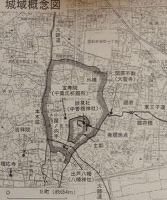 足立区が推定した渕江城の城域。外堀の西側が現在の本木新道と一致する。(「足立風土記稿 地区編2 西新井編」より)