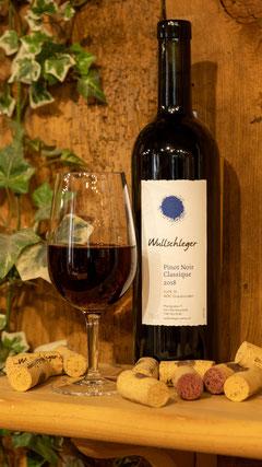 Weinflasche mit Weinglas