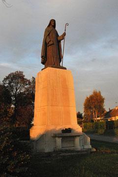 La statue en bronze de sainte Colette
