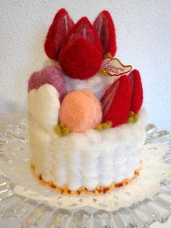 MOC.A+発足以来継続してきて下さってるHさま。MOC.A+主催者の出産祝いにと羊毛フェルトでケーキを作って下さいました!!ステキなプレゼントに感激☆ 温かいお気持に感謝です♥Hさまありがとうございます♥2013.04.13
