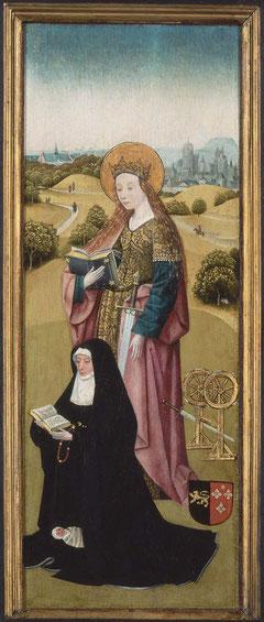Santa Catalina,que acompaña a la donante la identificamos por sus atributos,el libro,la espada y la rueda del martirio. Parece que la joven donante murió poco despues de dar a luz un niño muerto.