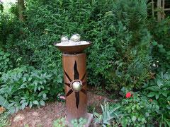 Bild vom 23.06.2012 Kunst trifft Naturgarten.Säule mit Schale wird bei Bestellung angefertigt.