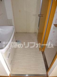 松戸市マンションリフォーム 洗面所リフォーム クロス貼替 クッションフロア貼替 ドア塗装