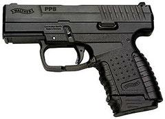 ⑥ 2011年の小説『007/白紙委任状』で使用された     「ワルサーPPS」。P99がPPK並みに小型化された