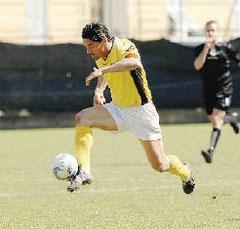 Francesconi fugge palla al piede