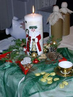 Die von Silke Buck selbst angefertigte Weihnachtskerze
