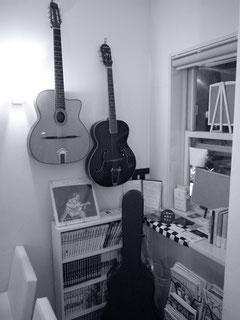 店内には、ギターも常時置いてあります