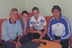 Vladimir Kniller und Klaus Blessing mit Alekx (Ukraine) und Aleksej (Russland).beim Vertonen