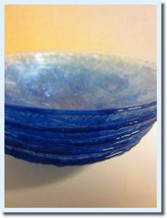 長野で見つけた アンティークのガラス食器。懐かしい感じと透けるブルーが涼しげ