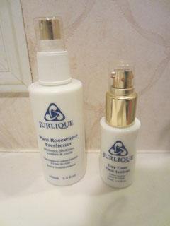 ダマスクローズの化粧水と美容液.イレモノがかわいいし、香りがいいのです。イレモノ、ずっと使っています。