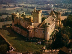 Le château de Castelnau-Bretenoux, près d'Autoire et de Loubressac, à côté du gouffre de Padirac et de Rocamadour.
