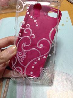 お客さまのマゼンタのスマートフォンに透明のカバーで・・・イメージです☆