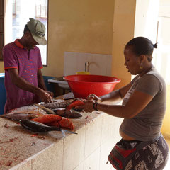 Auf dem Fischmarkt in São Filipe
