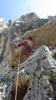 Dominik in der Route Super Goccia (6a+)