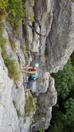 Tanja in der zweiten Seillänge von La Bona.