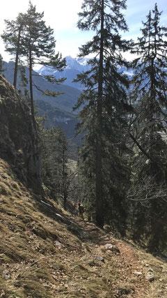 Abstieg auf der Südseite des kleinen Rotofenturms
