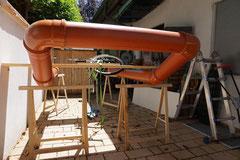 21.06.2014: Aufbau der Werkstatt hinter dem Haus.
