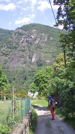 Blick auf das morgige Ziel: Die Felsrippe Speroni