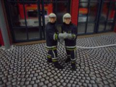 Viktor S., 47 J., & Sergej B. 33J.,  Dienstgrade: Hauptfeuermann & Löschmeister