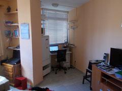 Salon-Küche-- kleines Büro SchreibtischEck. Internet