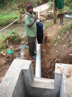 Costruzione acquedotto Nkubu