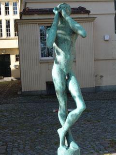 """""""Der Rufer"""" von Uwe Maroske auf dem Marktplatz Grevesmühlen"""