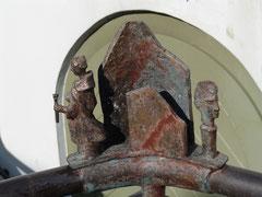 Figurenelemente aus Bronze am Alten Rathaus in der August-Bebel-Straße