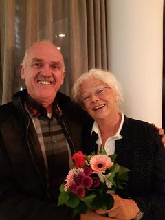 Gereon Kohl bedankt sich bei Bettina Bulitta-Steimer, der ausscheidenden Vizepräsidentin des Vereins
