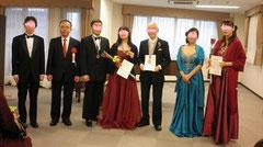 第1回AJIAAクラシック愛好家音楽コンクール受賞者    ※左から2番目はAJIAA会長