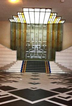 SPLENDID HOTEL - le mur lumineux du grand escalier, oeuvre des verriers Genet et Michon