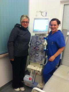 Schwester Yvonne und ich nach  der Dialyse kurz vor Mitternacht