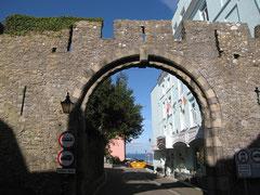 Tor in der Stadtmauer von Tenby