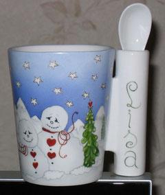 Tasse avec sa cuillère, motif hivernal