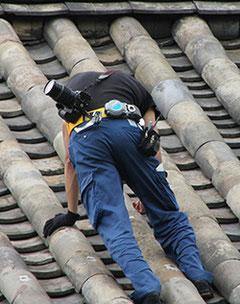 触診による屋根点検