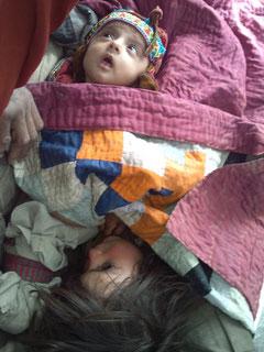 診療所に担ぎ込まれた幼児