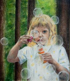Meine Tochter Lea mit Seifenblasen