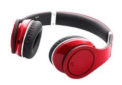 roter Kopfhörer zum Hören der Stimmaufnahmen