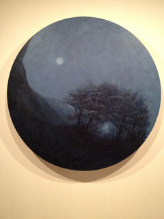 『陰陽図・満ちた月の夜に(yin)』/2010 /oil on board /直径1,000㎜ / 『Drawing of Cosmic Duality・On the Night of the Full Moon (yin) 』/2010 /oil on board /diameter 1,000mm