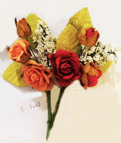 roselline rustiche composizione con foglie gipsophila,10 cm circa €1,40 cadauna
