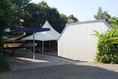Bootshalle und Drachenbootständer