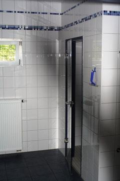 Umkleide und Dusche