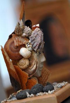 Femme et coquillages, photo de Luc Pottiez