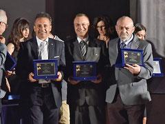 Targa ricordo assegnata dal Direttivo dell'Accademia Italia in Arte nel Mondo ai componenti del Senato Accademico. (Italphoto Mesagne )