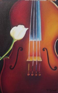 Un bouton de rose blanche et un magnifique violon mis en lumière compose ce tableau sur toile en 3D