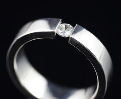 Silberring mit weißem Zirkonia