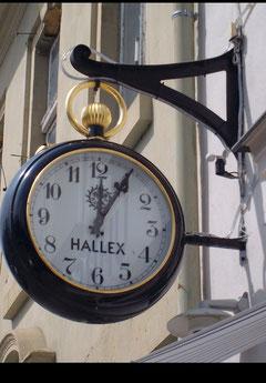 Uhr in Neurruppin fünf nach zwölf