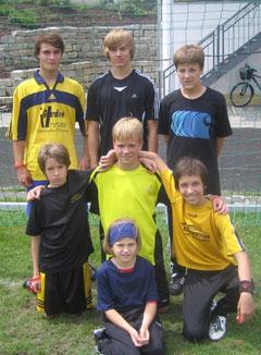 Das Siegerteam des Vatertagsgauditurniers 2011 am 2.6.2011 (hinten von links): Chris Wallner, Felix Grüger, Lukas Grella; (Mitte von links): Armin Pichler, Christian Trox, Dominik Spengler; (vorne): Lilli Gschrey