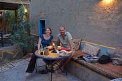 Nachtessen im Garten des Mohayut